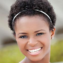 Acconciatura capelli ricci afro: cerchietto