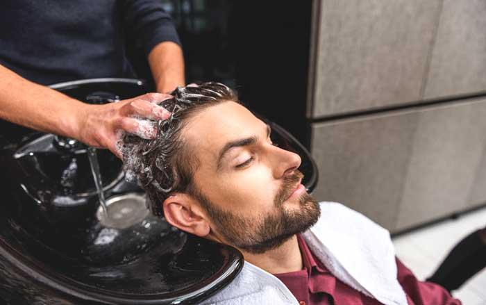 Lavaggio capelli ricci uomo