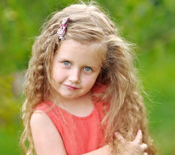Capelli ricci bambina foto