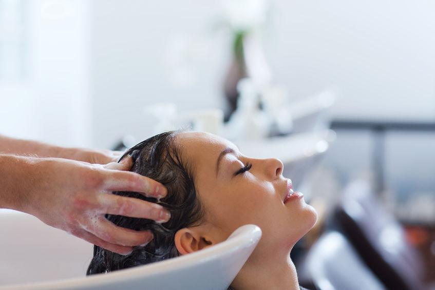 lavaggio capelli ricci