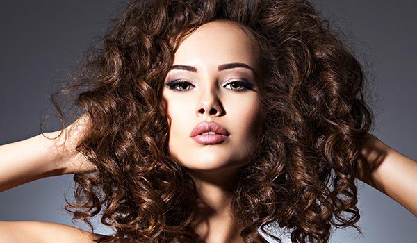 Rimedi per capelli crespi e grassi - Consigli utili