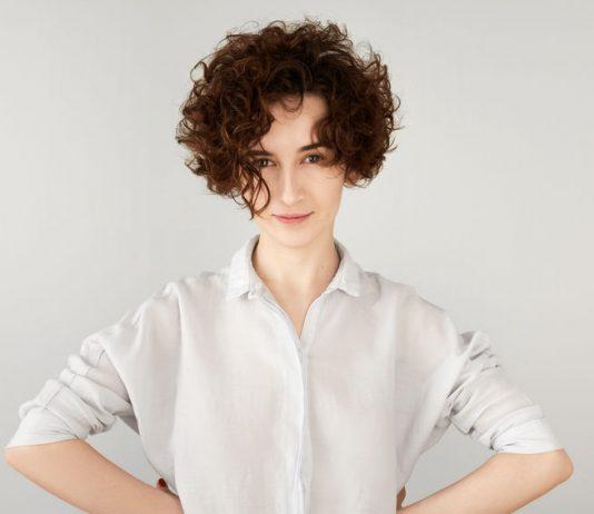 5 consigli per i capelli corti ricci